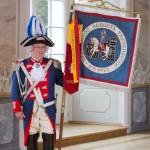 Offizier mit Fahne